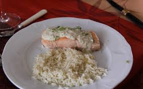 cuisiner pavé de saumon poele recette pavé de saumon et sa crème citronnée économique et simple