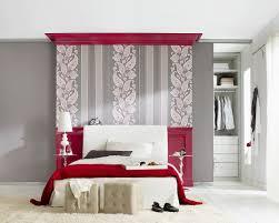 schlafzimmer in grau und rot tapete mit bild kaufen