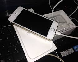 1 Month Used Unlocked iPhone 5s Gold 16Gb Technology Market