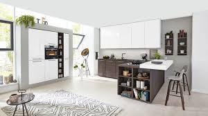 2 farbige l küche serie 3003 interliving küche mit front in lacklaminat weiß und kuba nussbaum