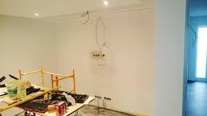 multimedia wohnzimmer mit naturstein verblender selber