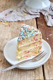 konfetti torte konfetti kuchen rezept lifestyle