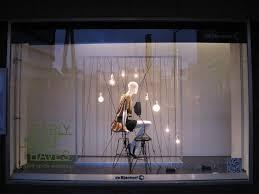 Ket Qua Hinh Anh Cho Cos Store Window