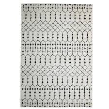 weicher cremeweißer teppich im boho style mit schwarzem geometrischen muster druck