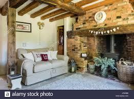 gemütliches wohnzimmer mit kamin inglenook backstein wand