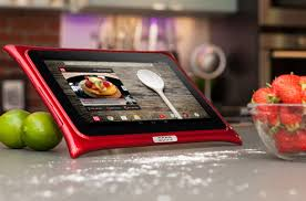 tablette pour cuisine qooq une tablette à l épreuve de votre cuisine darty vous
