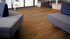 amtico spacia vinyl designboden royal oak wood zur verklebung kanten gefast