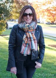 3 easy ways to tie a blanket scarf