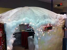 Cubicle Holiday Decorating Themes by 96 Best Cubicle Christmas Images On Pinterest Charlie Brown