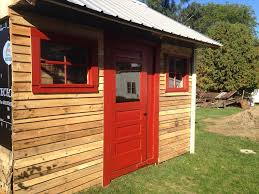 simple reclaimed pallet shed