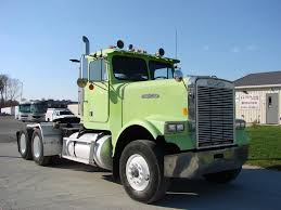 FREIGHTLINER TANDEM AXLE DAYCAB FOR SALE | #7043
