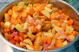 cuisiner des pommes de terre nouvelles mijoté de pommes de terre nouvelles carottes macaude en cuisine