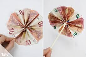 sonnenschirm mit liegestuhl aus geld basteln anleitung