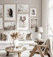 schöne bilderwand achtsamkeit poster beige weiß interieur eichenrahmen