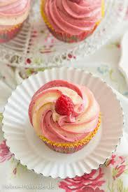 cupcakes mit himbeer frischkäse topping für meine tante