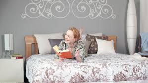 wandtattoo fürs schlafzimmer schicke deko für wenig geld
