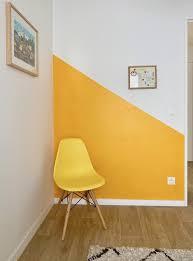 schlafzimmer dekoration ton in ton farbe senf gelb stuhl
