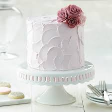 Learn to decorate a cake with a Wilton Method Class™