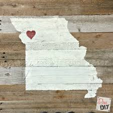 These Rustic DIY Wooden State Signs Are Made Out Of Pallet Wood A Great Addition