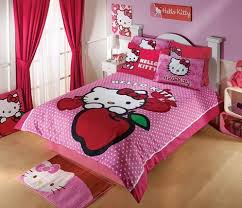 The Central Design Of This Bedding Set Features Hello Kitty With A Yummy Red Apple