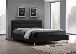 chambre avec lit noir maison design wiblia com