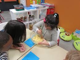 atelier cuisine maternelle l atelier cuisine commenté par liesse et victor ecole