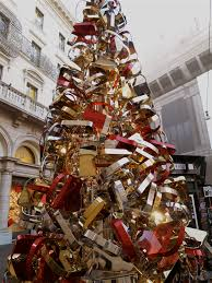 Chicago Christmas Tree Recycling by The Fendi Christmas Tree In Rome Italy Christmas Around The