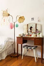 Vanity Table With Lights Around Mirror by Best 20 Makeup Desk With Mirror Ideas On Pinterest Makeup