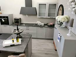 landhaus insel küche in grau mit e geräten