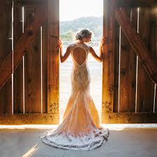 Gorgeous Vintage Wedding Dresses For Rustic Brides