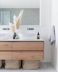 dieses badezimmer hat es uns total angetan der mix aus holz