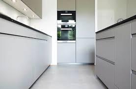 helle küche mit küchenblock zum sitzen modern küche