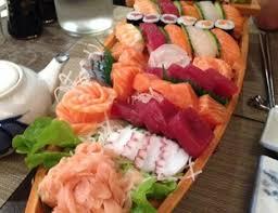 bateau de sushi et sashimi maison des délices mulhouse par
