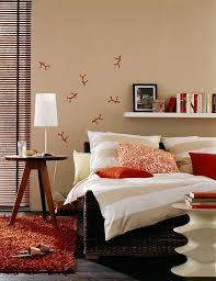 wohnen mit farben wandfarben braun rot und beige