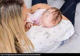 stockfoto 20396529 mutter mit ihrem baby im