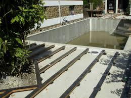 terrasse en teck autour d une piscine