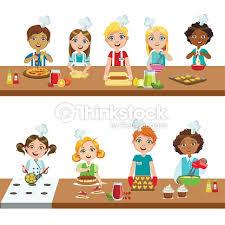 atelier cuisine enfants enfants dans les cours de cuisine clipart vectoriel thinkstock