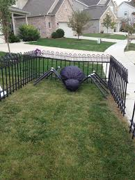 Halloween Graveyard Fence Ideas by The Truth About Diy Grave Yard Fencing Closer To Lola