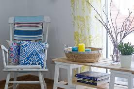 deko im wohnzimmer in grün und türkis leelah