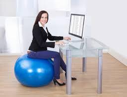 chaise ballon rester active même au bureau c est possible le cahier