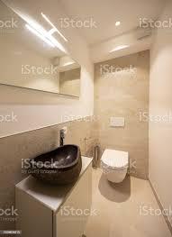 minimale badezimmer mit designer waschbecken stockfoto und mehr bilder architektur