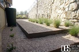 Pea Gravel Patio Plans by Glamorous Cheap Landscaping Border Ideas For Backyard Retaining