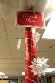 Office Christmas Decorating Ideas On A Budget by Office Christmas Door Decorating Contest Ideas Decorations Uk