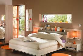 chambre orange et marron une chambre exotique en taupe et orange chambres marron marrons
