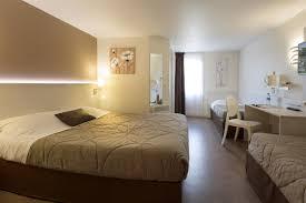 hotel et dans la chambre chambre familiale chambre hotel le mans hotel pas cher sarthe 72