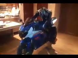 motorrad in schlafzimmer