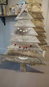 Reclaimed Pallet Wood Christmas Tree Could Use More Garland Painted Star And A Little Snow Staggered On Each Of The Branches