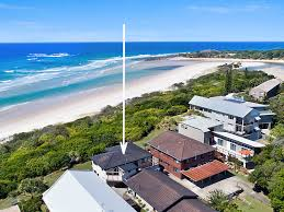 100 Absolute Beach Front WHITE WAVES 5 ABSOLUTE BEACHFRONT IN HASTINGS POINT Holiday