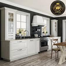 landhausküche arle massivholzküche küchenzeile weiß mit patina