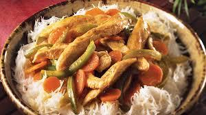 cuisiner les poivrons verts cari de poulet et de poivrons verts recettes iga volaille curry